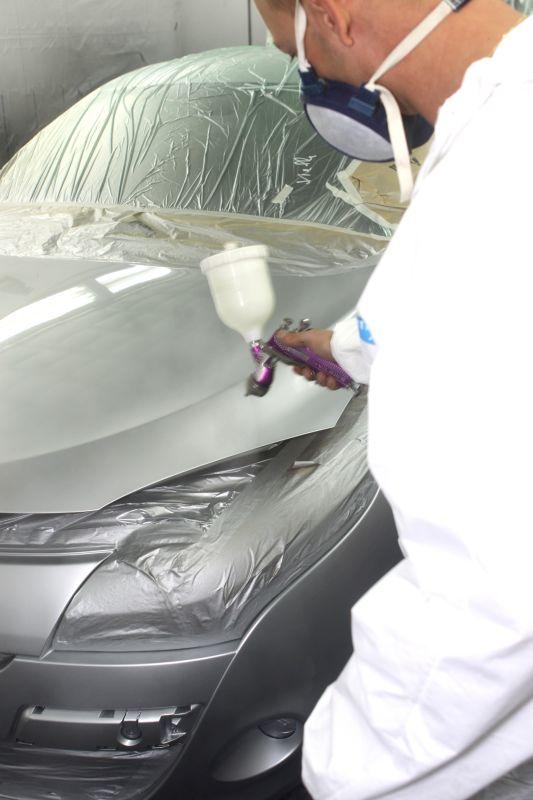 Lakiernik lakierujący jasny samochód Białystok