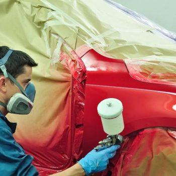 Malowanie samochodu na czerwono w lakierni samochodowej Białystok