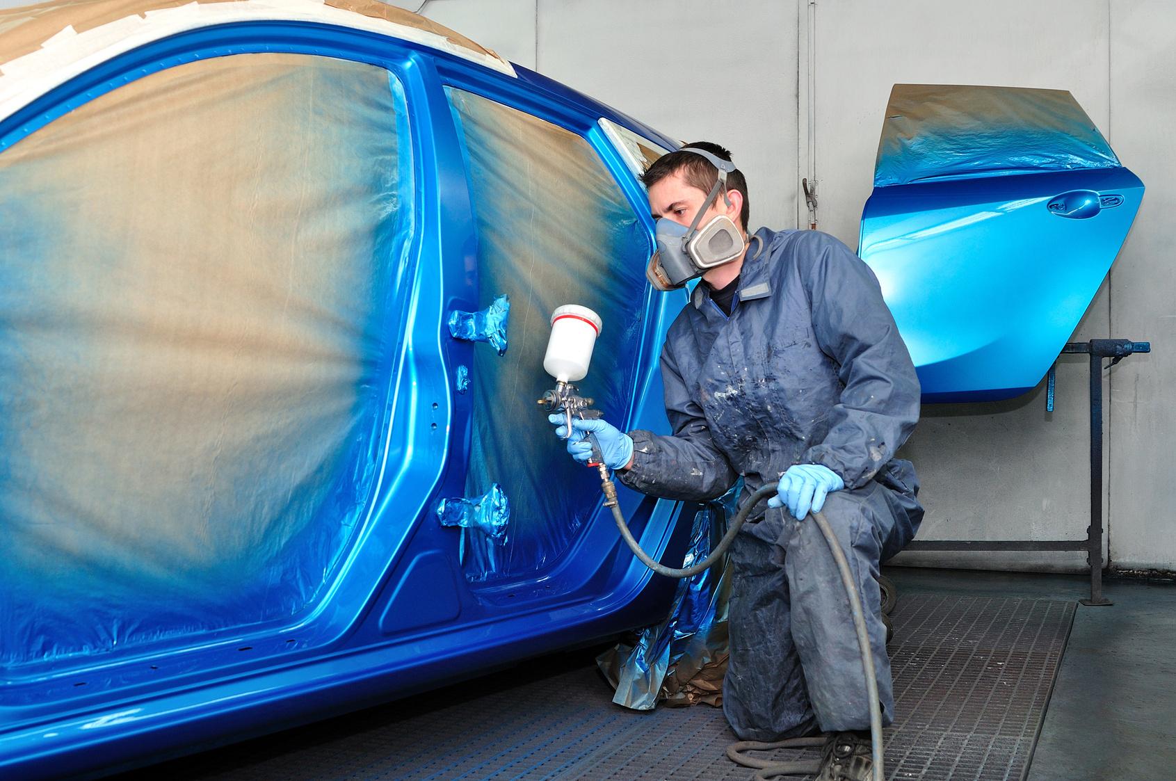 lakierowanie samochodu na niebiesko