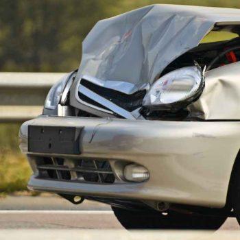 Srebrne auto naprawa po wypadku u blacharza Białystok