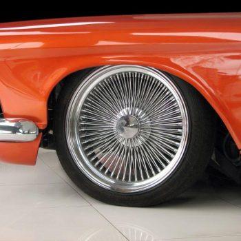 Pomarańczowy lakier samochodowy na karoserii Białystok
